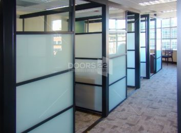 Black quattro frosted 3 panels clear on top cubicles 4