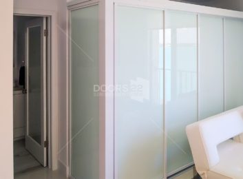 White frame white Lami 4 doors open air 119 x 84 with fixed panel 1