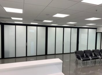 sliding-glass-office-partitions-nevada